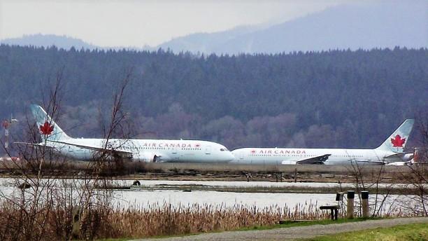 air canada planes.jpg